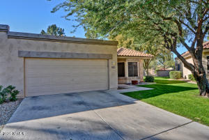 This desirable St Thomas sits on a corner lot surrounded by wide common area.