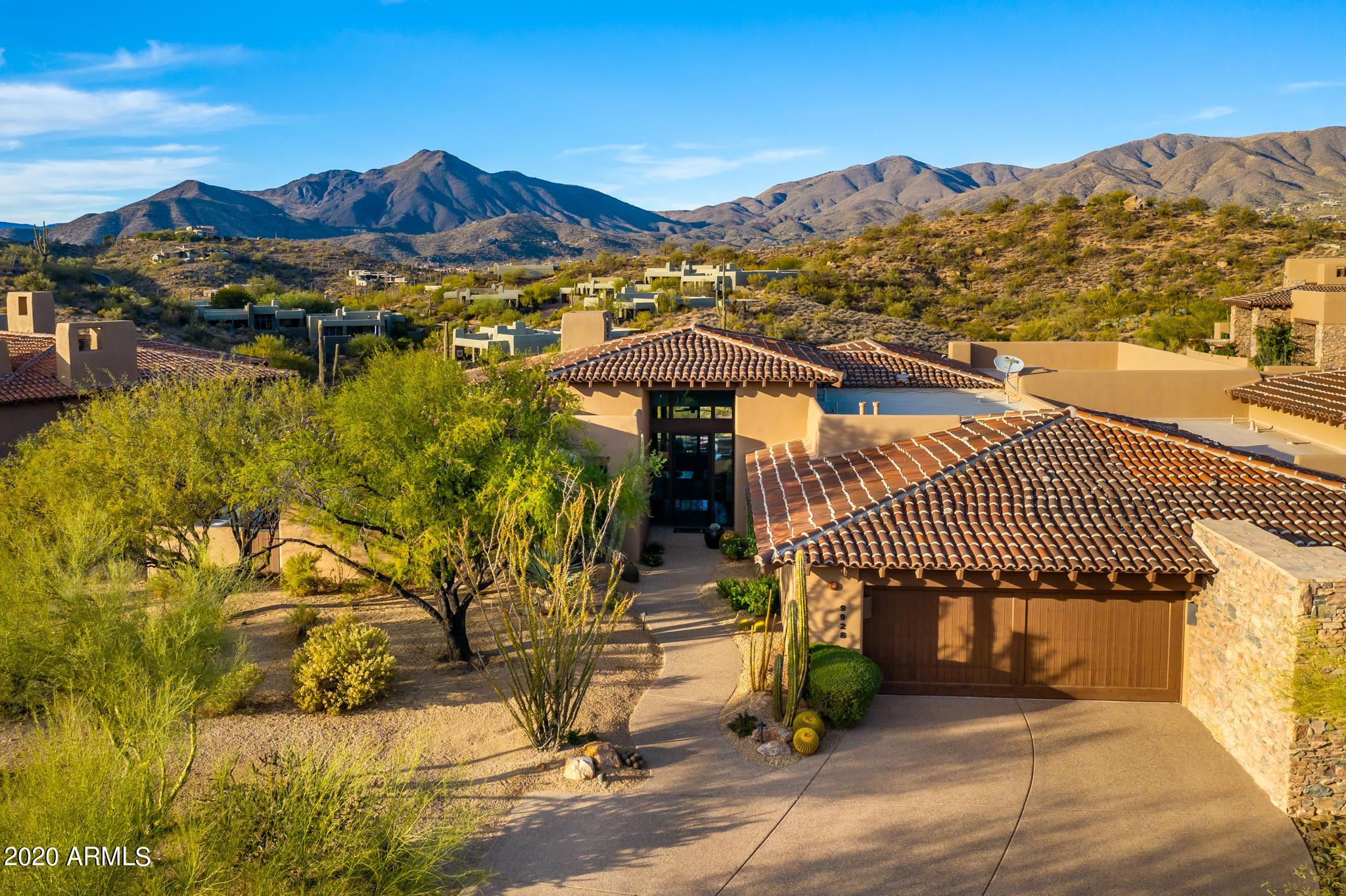 Photo of 9928 E LOOKOUT MOUNTAIN Drive, Scottsdale, AZ 85262