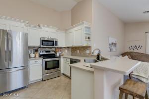 1077 W OLIVE Avenue, Gilbert, AZ 85233