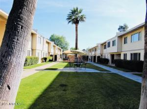 2635 W ROSE Lane W, B-122, Phoenix, AZ 85017