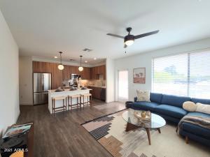 400 E EARLL Drive, B6, Phoenix, AZ 85012