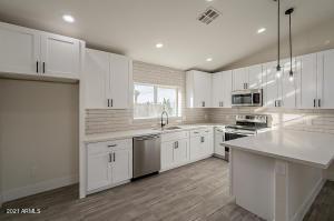 780 E FLINT Street, Chandler, AZ 85225