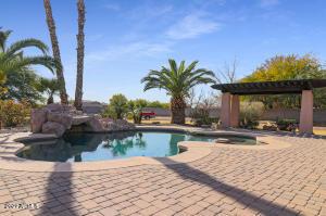 18623 W BETHANY HOME Road, Litchfield Park, AZ 85340