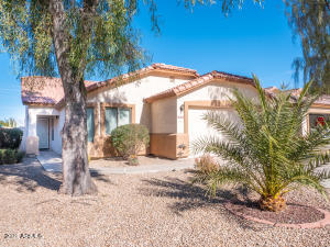 2570 E SILVERSMITH Trail, San Tan Valley, AZ 85143