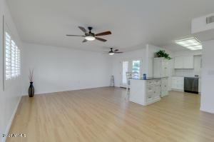 11442 N COGGINS Drive, Sun City, AZ 85351