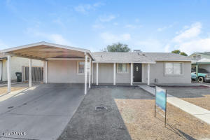 2907 E MICHELLE Drive, Phoenix, AZ 85032