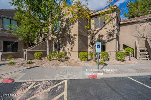 This Scottsdale one-story corner home offers a patio. This home is vacant and cleaned regularly.