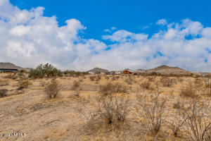 21811 W NARRAMORE Road, Buckeye, AZ 85326