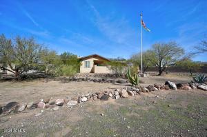 924 E Circle Mountain Road, New River, AZ 85087