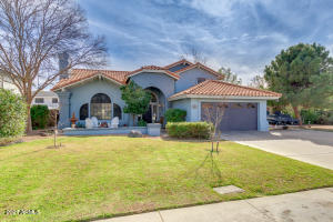 Beautiful, spacious upgraded home in Crosspointe Village in Mesa