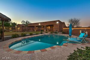 911 W Lenora Way, San Tan Valley, AZ 85140