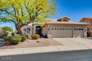 5673 S AMBERWOOD Drive, Chandler, AZ 85248