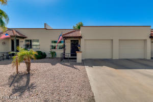 Welcome home to this beautiful Mesa 55+ community