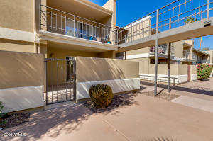 2233 E HIGHLAND Avenue, 111, Phoenix, AZ 85016
