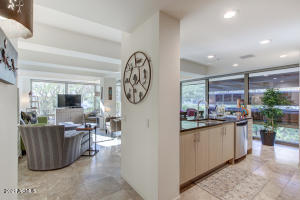 Perfect condo for busy professionals or students!