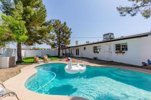 8220 E CRESTWOOD Way, Scottsdale, AZ 85250