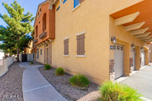 Beautiful 2 bedroom 2 bath updated Tempe townhome with loads of natural light throughout