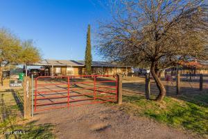 40819 N RATTLESNAKE Road, San Tan Valley, AZ 85140