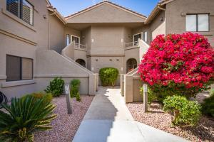 Welcome to the beautiful Gated Community of Villages North situated in the midst of the highly sought after McDowell Mountain Ranch community. This first floor end unit welcomes you with a large open concept great room and tons of natural light. Off the great room is a large kitchen with an abundance of cabinetry and counter space as well as a breakfast nook. A split style floor plan with a large en-suite master bedroom with access to your unit's private patio. Close to community pool and within walking distance to restaurants, shopping, easy access to 101 and more. A unit like this will not last long!