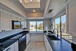 7501 E HAPPY HOLLOW Drive, 12, Carefree, AZ 85377