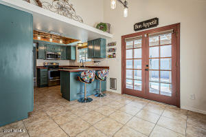 Stylish Kitchen & Eat-In Area w/Access to Patio