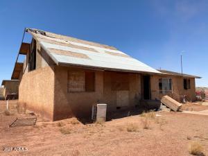 1056 MONTCLAIR Drive, Winslow, AZ 86047