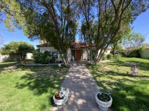 102 E SAINT ANNE Avenue, Phoenix, AZ 85042