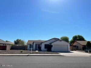 This 4 bedroom, 2 bath home is located in a golf course community near Westgate & the Cardinals Stadium. It has a great room concept, all tiled floors and is situated on an oversized lot.