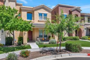 328 W HERRO Lane, Phoenix, AZ 85013