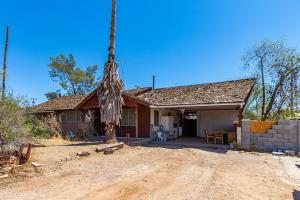613 N CRISMON Road, Mesa, AZ 85207