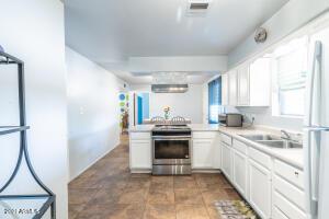 557 W 17TH Avenue, Apache Junction, AZ 85120
