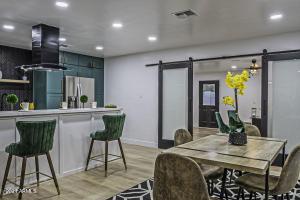 8313 E CLARENDON Avenue, Scottsdale, AZ 85251