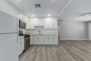 3928 W BURGESS Lane, Phoenix, AZ 85041