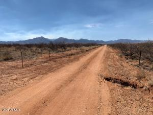 3332 N In-Balance Road, Whetstone, AZ 85616