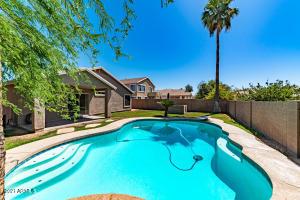 7027 W MIDWAY Avenue, Glendale, AZ 85303