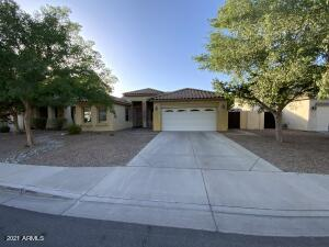 Fantastic Location in Spectrum in the heart of Gilbert! This 4 bed 2 bath home has a great layout with open space and vaulted ceilings in the great room. Close to so much nice, new development including the San Tan shopping area, Costco, and great restaurants and dining. Great schools, including elementary within close walking distance. Quick, close access to the 202 Freeway and the Mercy Gilbert Hospital and medical complex, and so much more.