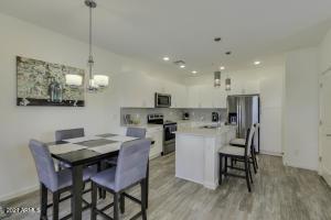 2307 E HUNTINGTON Drive, Phoenix, AZ 85040