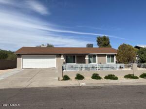 1833 N EDGEWATER Circle, Mesa, AZ 85207