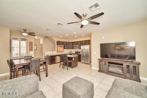 240 W JUNIPER Avenue, 1089, Gilbert, AZ 85233