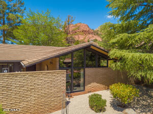 Stunning Mid-Century Ranch home in West Sedona!
