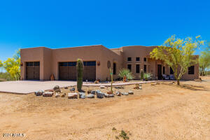 HORSE PROPERTY ON 2.5 ACRES, 2600 SF HOME, PERIMETER FENCE, BARN, CORRAL.