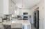 Gorgeous kitchen, quartz counters