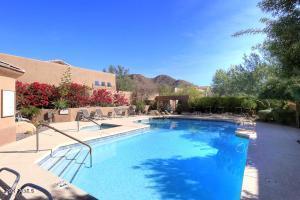 Community pool & spa just steps away!