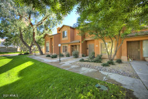 Townhome with private entrance and no one above you!