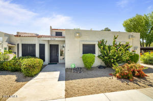 3056 E CANNON Drive, Phoenix, AZ 85028