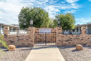 10638 W COGGINS Drive, Sun City, AZ 85351