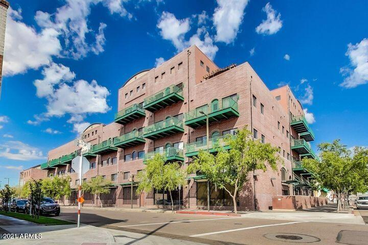 Luxury residential true ''urban loft'' living in the heart of downtown Phoenix. Fantastic rental opportunity with short term options. Open concept one bedroom/1.5 bath loft, exposed red brick walls and ductwork, oversized kitchen featuring Corian/granite counter tops with breakfast bar for bar stool seating, 11 ft. ceilings, expansive living spaces, stunning unobstructed views of the south valley and great views of South Mountain, gated parking lot. Just a short walk to Talking Stick Arena and close to all that Downtown has to offer with shopping, dining, entertainment, sports, theater etc.
