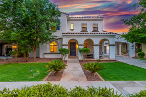 This home has excellent curb appeal!