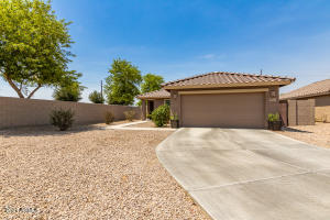 2946 E SILVERSMITH Trail, San Tan Valley, AZ 85143