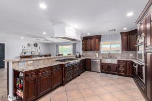 6533 W PERSHING Avenue, Glendale, AZ 85304